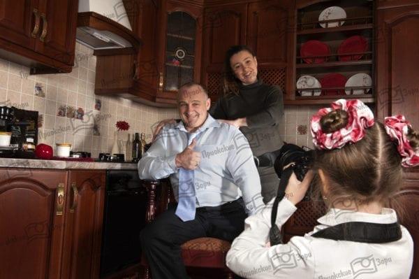 Семейная фотосессия на кухне 1