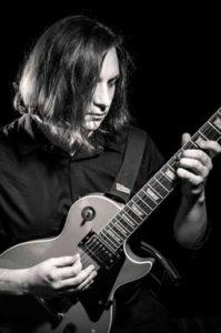 Человек с гитарой